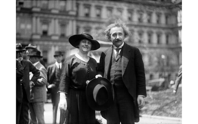 Albert Einstein e Elsa Lowenthal foram um casal de 1919 até a morte dela em 1936. Foto: Reprodução/ pinterest / the pioneer way