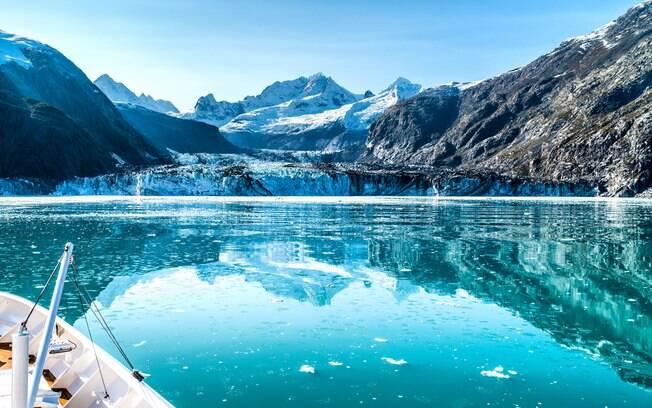 O Alasca tem atraído muitos turistas em cruzeiros de expedição e tradicionais