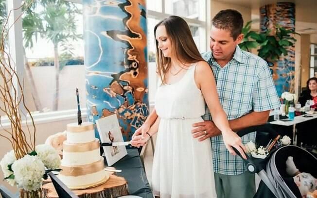 Sabrina e Justin contaram com a ajuda da equipe do hospital para conseguirem o casamento imperfeito mais perfeito