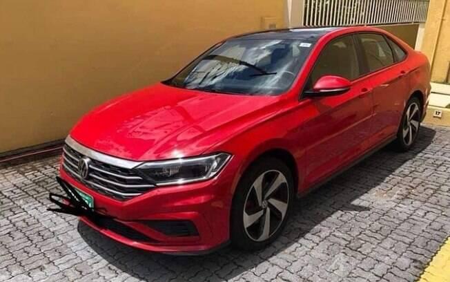 VW Jetta GLI é visto com placas verdes de testes no Brasil. Versão esportiva completará linha do sedã no País