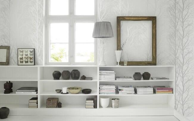 Papel de parede da Wallpaper tem acabamento brilhante e deixou o ambiente com cara nova