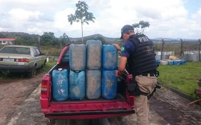 Receita Federal apreendeu galões de gasolina na fronteira entre Paraguai e Brasil (foto meramente ilustrativa)
