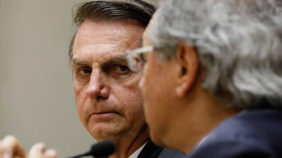 Bolsonaro e o ministro da Economia, Paulo Guedes; orçamento de 2021 foi sancionado no último dia do prazo