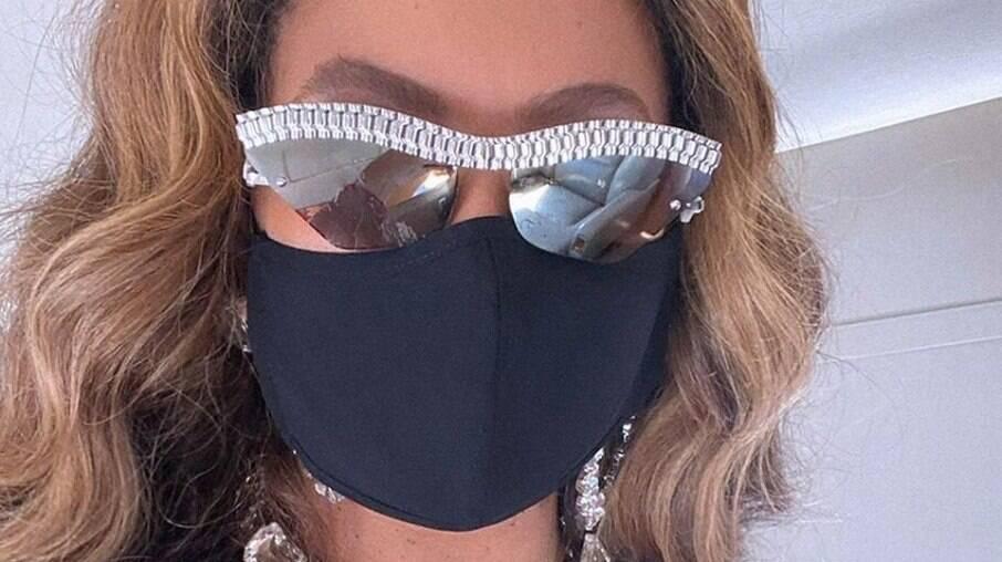 Beyoncé ostenta itens de luxo nas redes sociais