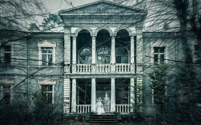 Pais procuram babá para trabalhar em casa mal-assombrada