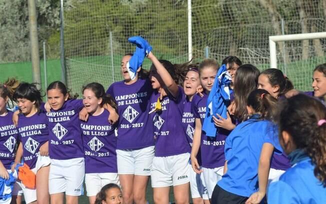 Time do AEM de Lleida, formado só por meninas, foi campeão em campeonato masculino
