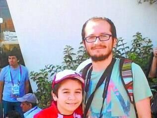 Arturo acompanhou o treino da seleção chilena ao lado do pai Felipe Zurita