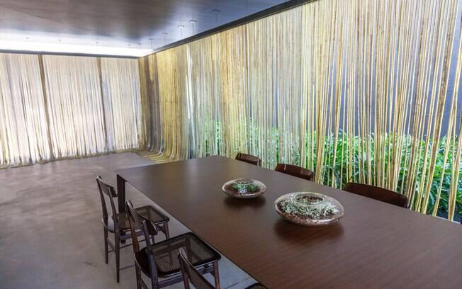 O arquiteto Gui Mattos criou um espaço aberto com linhas simples e sofisticadas para a Marquise Deca