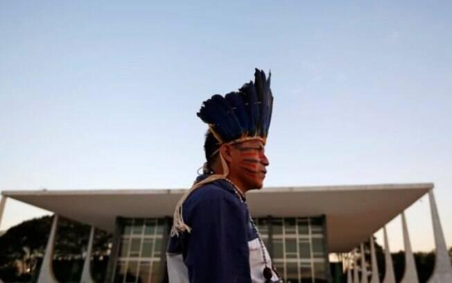Índio do povo guarani kaiowa em frente ao prédio do STF, em foto de arquivo