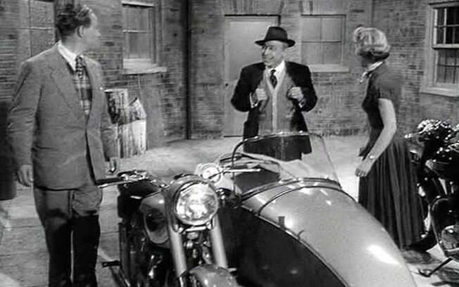 """Em """"The Black Rider"""", uma BSA A10 Golden Flash de 1954, com side car"""
