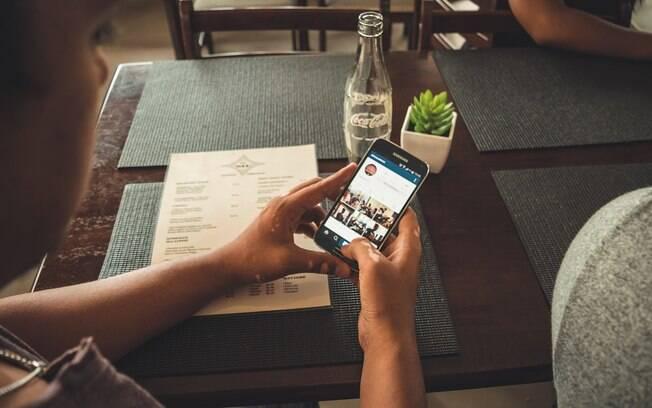 Um estudo já indicou que ver as publicações de outras pessoas no Facebook pode despertar sentimentos ruins