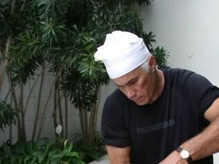 Especialista em paella, o chef espanhol Angel Eguinoa participa de jantar temático