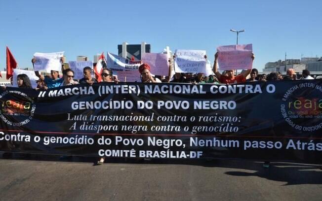 De 56 mil homicídios no Brasil por ano, 30 mil tiveram pessoas de 15 a 29 anos, 77% negros