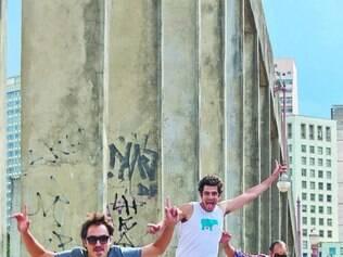 Salto. Gustavo Campos, Daniel Iglesias e Bruno Figueiredo, três integrantes do coletivo Errro 99, que conta ainda com Matheus Rocha