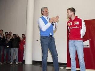 Novo chefe ferrarista, Maurizio Arrivabene também esteve ao lado de Vettel na comemoração