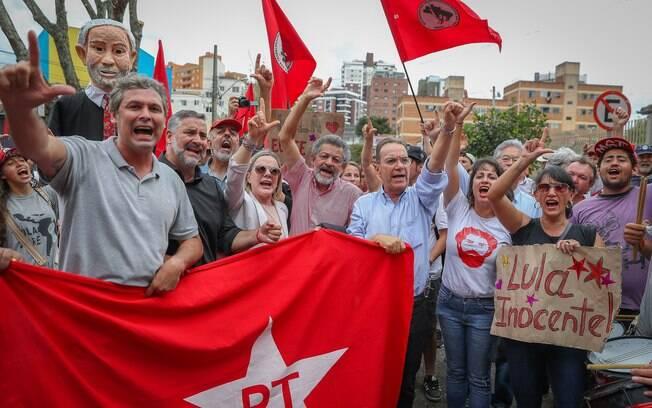 Lideranças do PT participaram de manifestações durante depoimento de Lula na Lava Jato