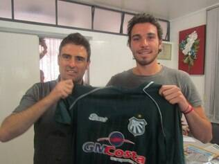 Vice-presidente da Caldense, Franco Martins, ao lado de Ugo Casagrande, novo contratado da equipe