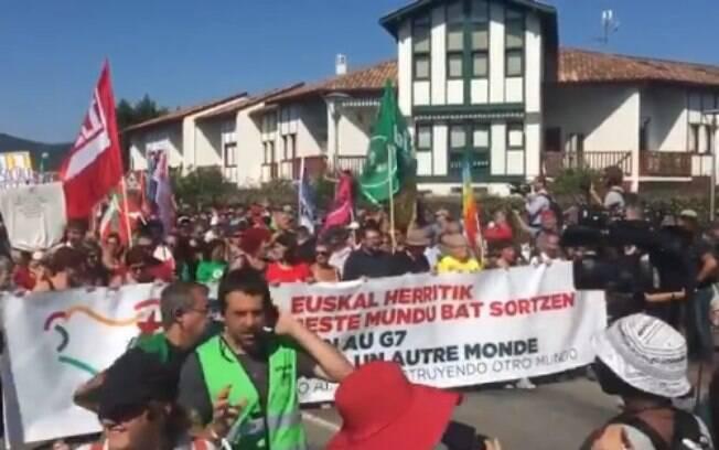 Manifestantes protestaram contra a cúpula do G7 e entraram em confronto com a polícia na França