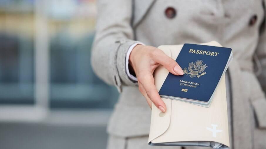 Passaporte, seguros e comprovação de estadia estão entre documentos que precisam ser apresentados por turistas brasileiros ao chegar em Portugal