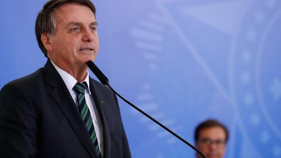 Bolsonaro alega não ser o responsável pela compra de seringas
