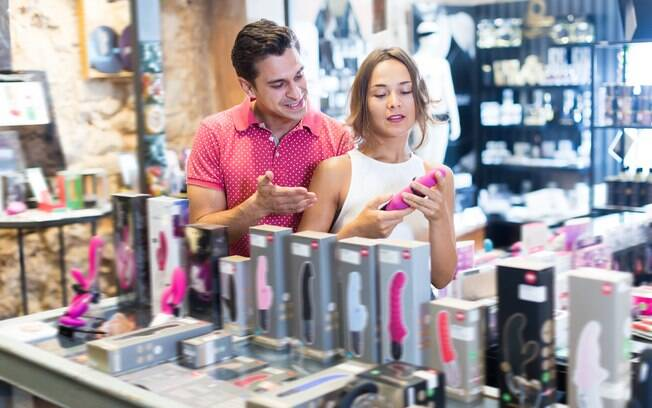 A experiência de procurar produtos eróticos sozinha ou acompanhada é diferente, mas é importante não ter vergonha