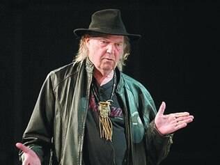 """Neil Young atualmente divulga seu novo álbum, """"A Letter Home"""""""