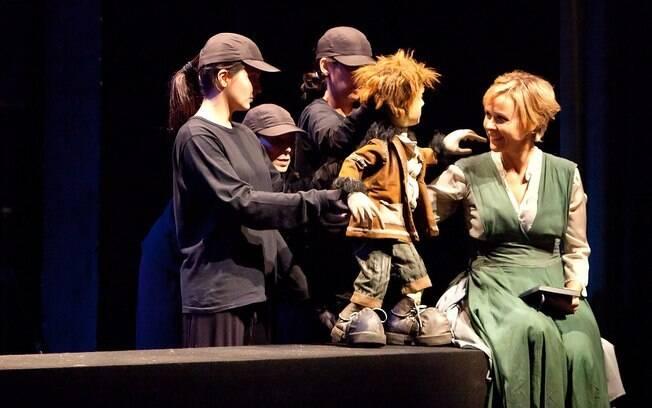 Giulia Gam no palco do espetáculo
