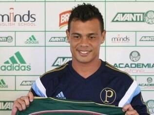Bernardo celebrou jogar no time que revelou seu pai, ex-atacante Hélio