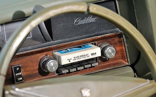 O rádio do seu carro não é tão antigo assim. É bom a música também não ser, diz Michel Saad