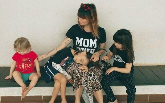 Mulheres empoderadas: Maria Dinat é puro amor com as fotos dos filhos, mas mostra que ser mãe não exclui ser mulher