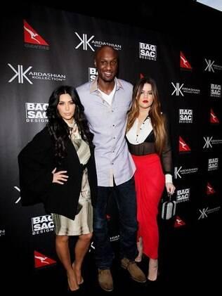 Kim Kardashian, Khloe Kardashian Odom e o marido, Lamar Odom, chegam ao tapete vermelho do lançamento da coleção de bolsas das irmãs, na Austrália