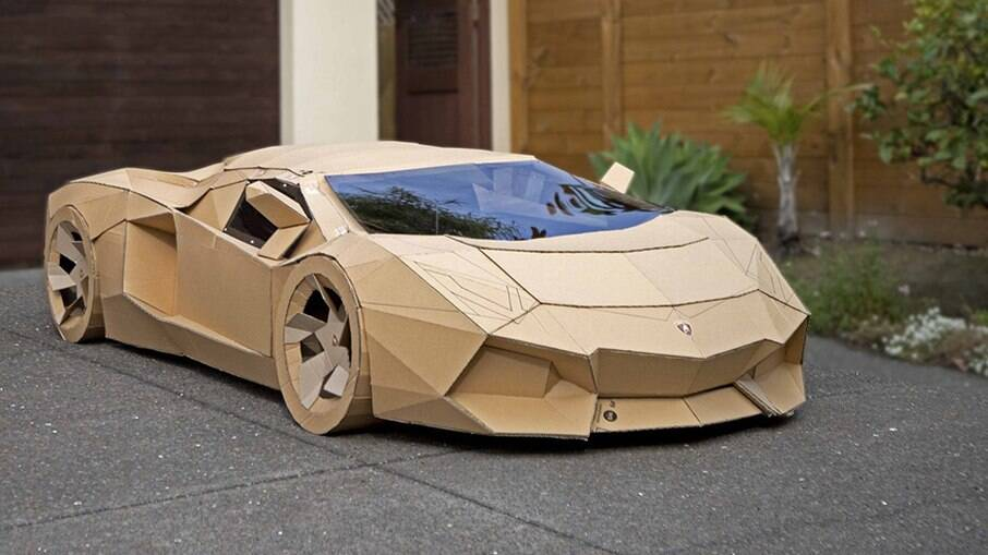 Lamborghini de papel 'Cardborghini Aventapoor