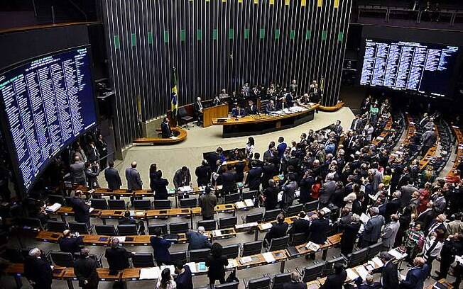 Deputados votam contra a reeleição (27/05/2015)