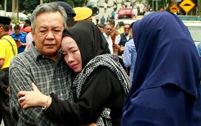 Pelo menos 23 pessoas morreram durante incêndio em escola de Kuala Lumpur nesta quinta-feira (14)