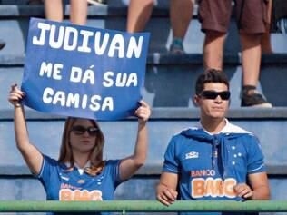 Reconhecimento. Além de apoiar o jovem da base, torcedora ainda pediu a camisa de Judivan na partida do Cruzeiro contra o Tupi