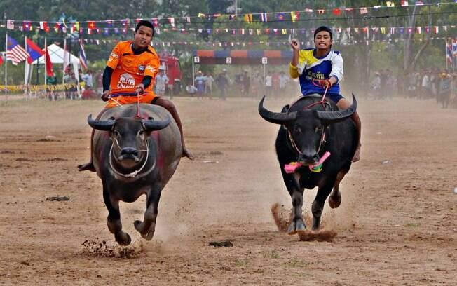 O evento original de corrida de búfalos teve origem em Chonburi, há mais de 100 anos na Tailândia