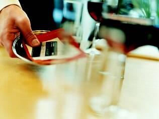 Conta na mesa: maioria dos britânicos acha ruim arcar sozinhos com despesas do primeiro encontro