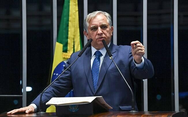 Izalci Lucas, senador tucano, é um dos que traiu Bolsonaro e votou para derrubar veto a reajuste de servidores