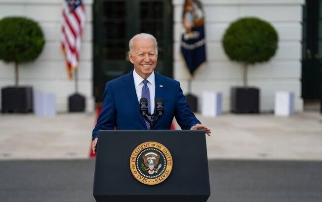 Biden impõe sanções aos repressores cubanos e fala em ajudar com acesso à internet