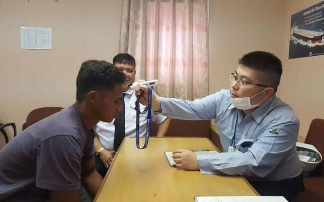 Ele foi examinado por médicos japoneses e liberado para voltar à Indonésia; o jovem ficou 49 dias em barco à deriva