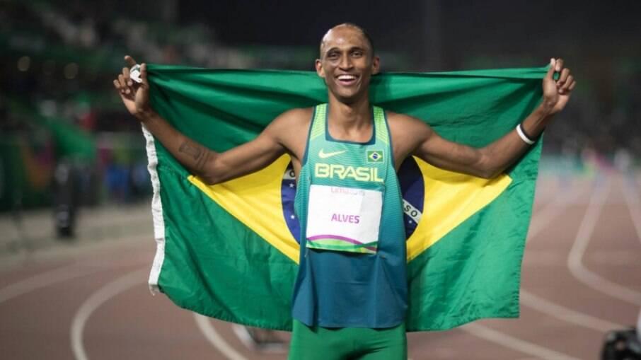 É bronze! Alison dos Santos fica em terceiro lugar nos 400m com barreira nos Jogos Olímpicos