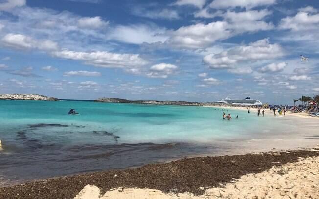 Bahamas reúne praias com areia clara, água transparente e muitas atrações