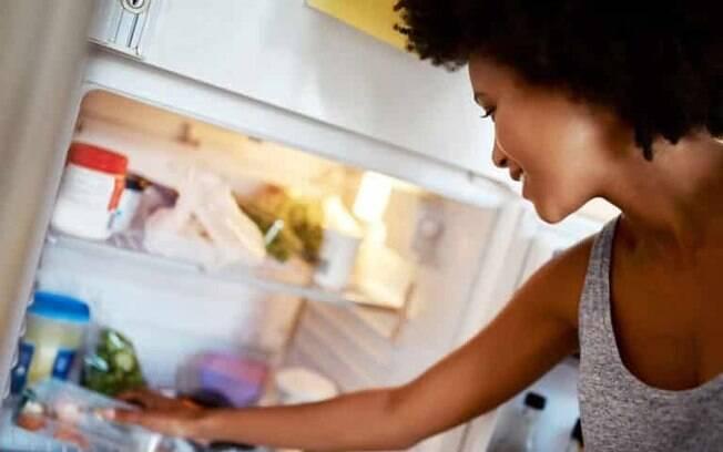 Dicas para tirar o mau cheiro da geladeira: um guia prtico