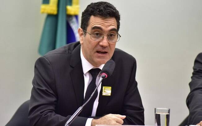 Criador do movimento Escola sem partido, Miguel Nagib foi conversar com o relator do projeto, deputado Flavinho (PSC)