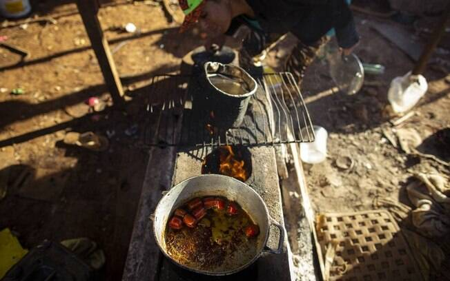 Lares brasileiros têm mais dificuldade de alimentar em quantidade e qualidade todos os seus integrantes nos últimos anos