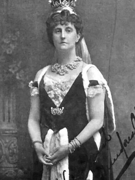 O fantasma pode ser o espírito da Condessa de Dundonald, que há muitos anos morou no castelo