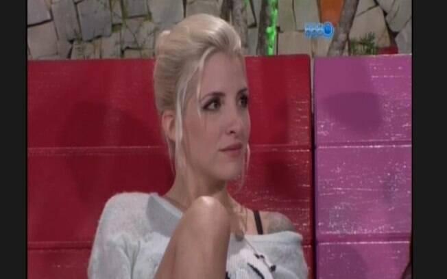Clara diz que se chegar na final, tomará banho nua com Vanessa