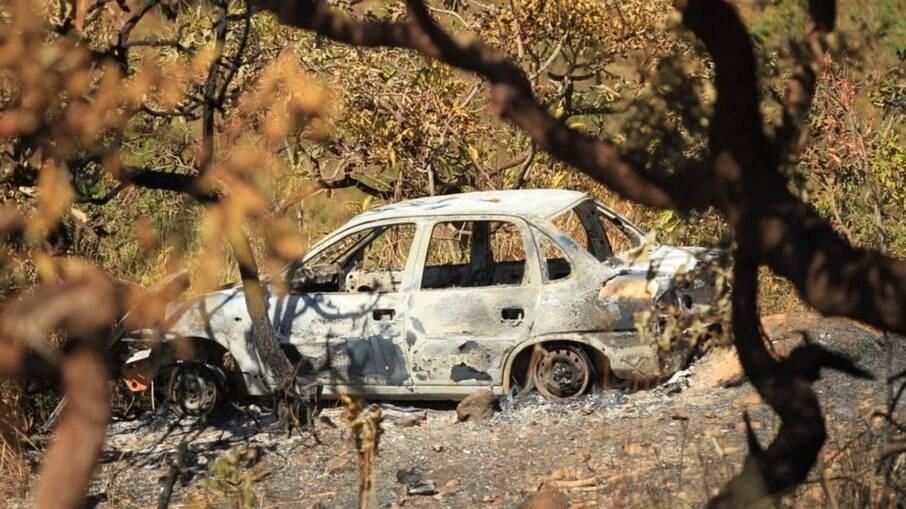 Carro queimado é encontrado em área de buscas por Lázaro Barbosa em Goiás