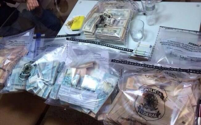 PF apreende farta quantia de reais e dólares no Rio de Janeiro, em 17 de março. Foto: Divulgação/Polícia Federal