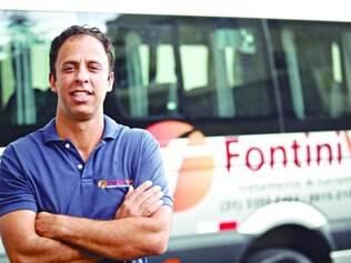 De boteco em boteco. Rodrigo Fontini faz transporte para o festival há 5 anos e diz que demanda aumentou desde a Lei Seca no país